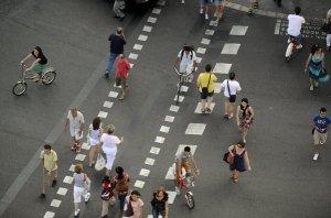 Ciclistas y peatones en Barcelona